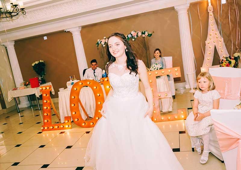 Фото  фокусник на свадьбе